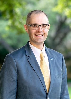 Dr. Travis Kerns